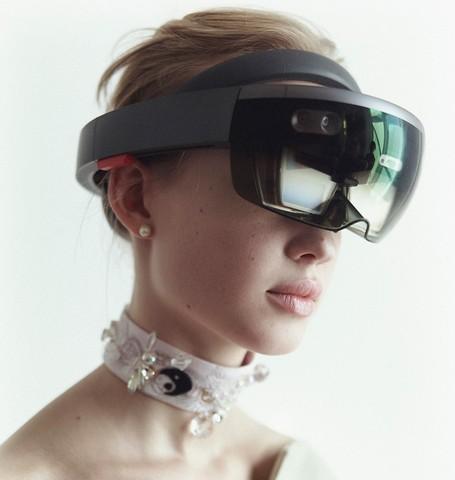 打破传统:用混合现实展示时装,叠加全息模特